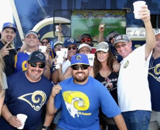 NFL: Rams get warm welcome back to Los Angeles